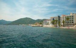 Praia perto do hotel Fotografia de Stock Royalty Free
