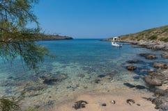 Praia pitoresca Limionas na ilha de Kythera de Grécia Imagens de Stock