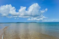 Praia portuguesa bonita da ilha com água de turquesa, Mozambiq Foto de Stock Royalty Free
