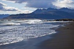 Praia preta da areia Imagens de Stock