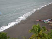 Praia preta da areia Fotografia de Stock