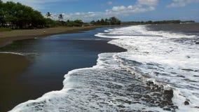 Praia preta da areia em Waimea, Kauai, Havaí Fotografia de Stock Royalty Free