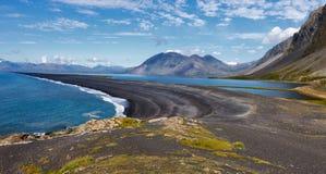 Praia preta da areia, Islândia Foto de Stock Royalty Free