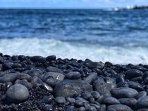Praia preta da areia, Maui Havaí fotografia de stock royalty free