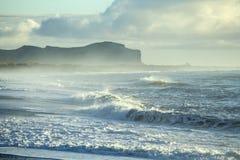 Praia preta da areia, Vik, Islândia fotos de stock royalty free