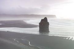 Praia preta da areia, Vik, Islândia Imagens de Stock Royalty Free