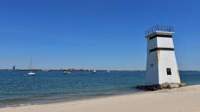 Praia privada do oceanfront ventoso das rainhas New York da torre do ponto imagem de stock