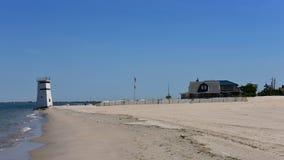 Praia privada do oceanfront ventoso das rainhas New York do ponto fotografia de stock
