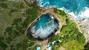 Praia quebrada, Nusa Penida, Bali, Indon?sia, foto de stock royalty free