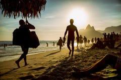 Praia Rio de janeiro Brazil Sunset Silhouettes de Ipanema fotografia de stock