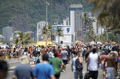 Praia Rio de janeiro Summer Crowd de Ipanema Fotos de Stock Royalty Free