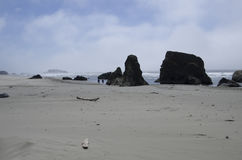 Praia, rochas, céu Imagem de Stock Royalty Free