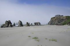 Praia, rochas, céu Imagem de Stock