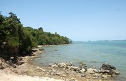 Praia, rochas e Foto de Stock Royalty Free