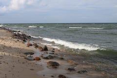 Praia rochosa do mar Báltico, Hel, Polônia Imagem de Stock