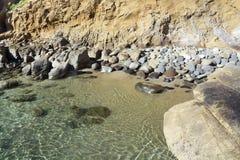 Praia rochosa isolado Imagem de Stock Royalty Free