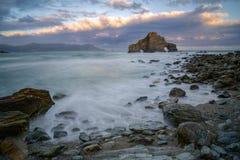 Praia rochosa no mar cantábrico Imagem de Stock