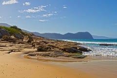 Praia rochosa, Tasmânia imagens de stock royalty free