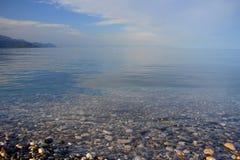 Praia rochoso E foto de stock royalty free
