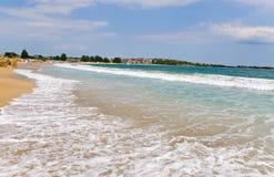 Praia selada após ondas. Fotos de Stock