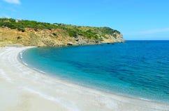 Praia selvagem bonita Imagem de Stock Royalty Free