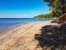 Praia selvagem em Grécia em agosto de 2016 Fotografia de Stock