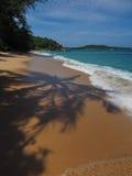 Praia selvagem em Phuket Fotos de Stock