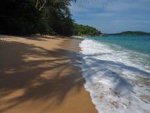 Praia selvagem em Phuket Fotografia de Stock