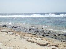 Praia selvagem em uma ilha pequena Fotografia de Stock