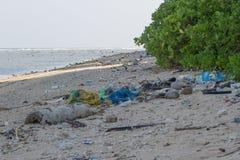 Praia suja na ilha de pouco Andaman no Imagem de Stock