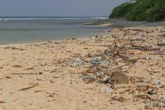 Praia suja na ilha de pouco Andaman no Oceano Índico Fotos de Stock Royalty Free
