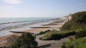 Praia sul East Sussex de Eastbourne da opinião da costa oeste vídeos de arquivo