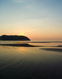 Praia tailandesa no por do sol Fotografia de Stock