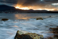 Praia Tasmânia da noite fotos de stock royalty free