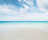 Praia tropical arenosa branca imagens de stock royalty free