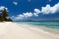 Praia tropical bonita nas Caraíbas Fotografia de Stock