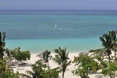 Praia tropical cénico foto de stock