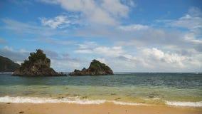 Praia tropical, céu azul, nuvens Catanduanes, Filipinas Imagens de Stock Royalty Free