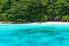 Praia tropical de ilhas de Similan em Tailândia Imagem de Stock