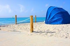 Praia tropical do Bahamas bonito Fotografia de Stock Royalty Free