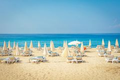 Praia tropical do mar do recurso Férias de verão na praia em Turquia Praia de Alanya Fotografia de Stock