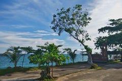 Praia tropical do para?so em Indon?sia fotografia de stock