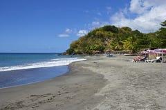 Praia tropical em Domínica, das caraíbas Fotos de Stock Royalty Free