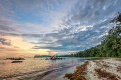 Praia tropical em Indonésia Fotos de Stock