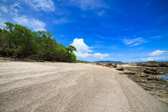 Praia tropical em Santa Teresa Costa-Rica imagens de stock