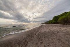Praia tropical em Santa Teresa Costa-Rica imagem de stock