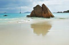 Praia tropical em Seychelles, praia de Anse Lazio Fotos de Stock Royalty Free