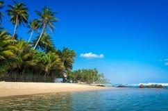 Praia tropical em Sri Lanka Foto de Stock