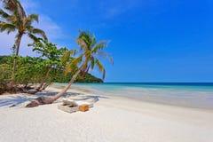 Praia tropical exótica fotografia de stock royalty free