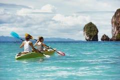Praia tropical Kayaking do conceito do caiaque Fotos de Stock